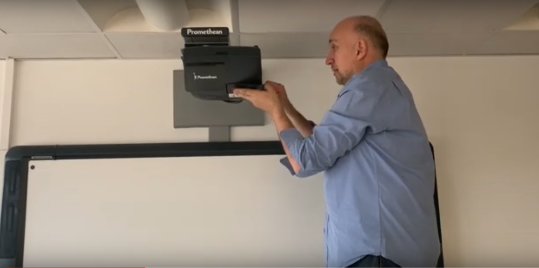 Remplacement d'une lampe du vidéoprojecteur d'un TBI Promethean